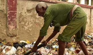 Gari cristão é acusado de 'blasfêmia' após encontrar páginas do Alcorão no lixo