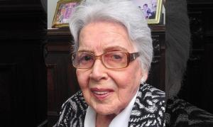 """Aos 91 anos, idosa leu a Bíblia 89 vezes: """"A cada leitura me sentia mais próxima de Deus"""""""