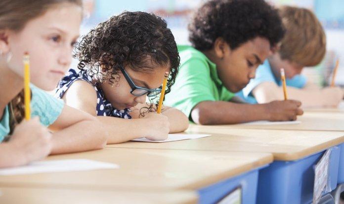 sala de aula com crianças
