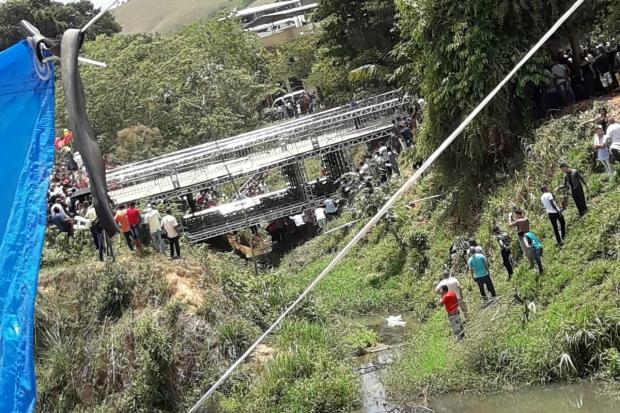 Ponte cai durante evento da Igreja Mundial 02/11/2017