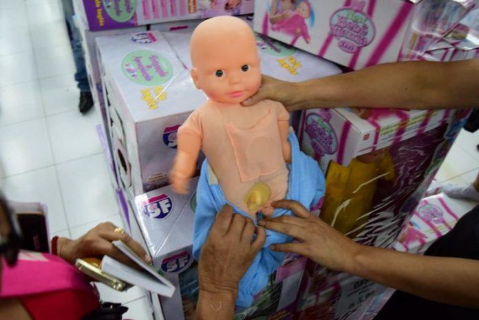 Bonecas transexuais vendidas no Paraguai
