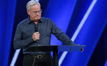 Pastor Bill Hybels, fundador da megaigreja Willow Creek Community, de Chicago, Illinois (EUA)