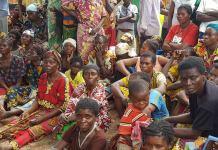 Moradores de vilas no Congo
