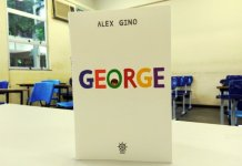 """Livro """"George"""", que conta a história de um garoto transgênero"""