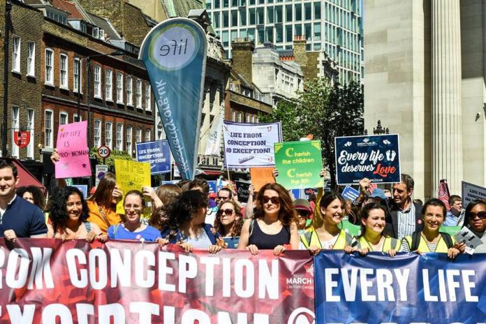 Marcha pela Vida e contra o aborto em Londres