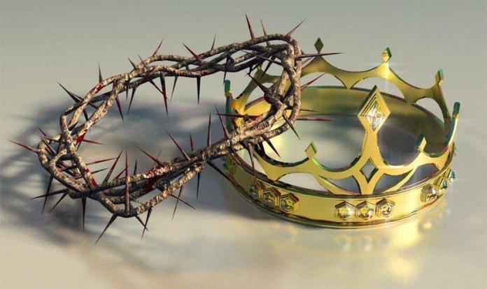 A coroa de espinhos e a coroa de ouro