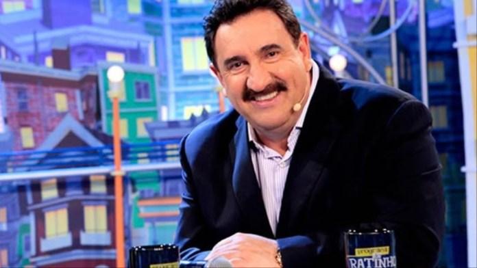Carlos Roberto Massa, o Ratinho, é apresentador de programa de TV no SBT