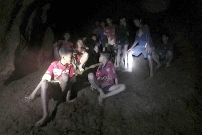 Meninos ficaram presos em uma caverna por 17 dias, na Tailândia