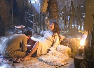 Maria (Juliana Xavier) dando à luz Jesus