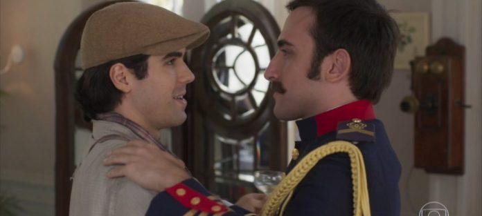 Luccino (Juliano Laham) e Otávio (Pedro Henrique Müller) protagonizaram beijo gay na novela das 18 horas Orgulho e Paixão. (Foto: Divulgação/TV Globo)