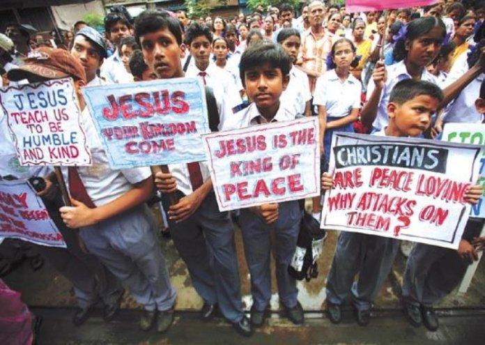 Crianças cristãs na Índia durante protesto