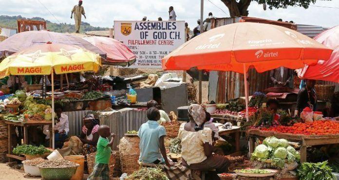 Área comercial dominada por cristãos em Adara, no sul do estado de Kaduna, na Nigéria
