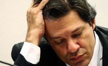 Fernando Haddad, candidato a Presidência do Brasil em 2018 pelo PT, de cabeça baixa