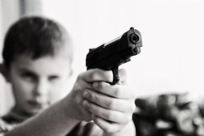 Criança com arma
