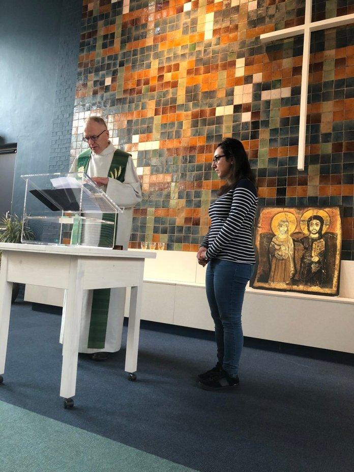 Igreja Bethel, na Haia, na Holanda, realiza culto há um mês para proteger refugiados