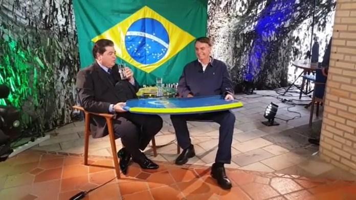 Bolsonaro durante entrevista para Luiz Datena, no programa Brasil Urgente, na Band