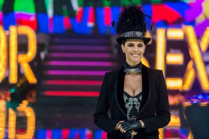 Fernanda Lima apresentando o programa Amor & Sexo, da Rede Globo