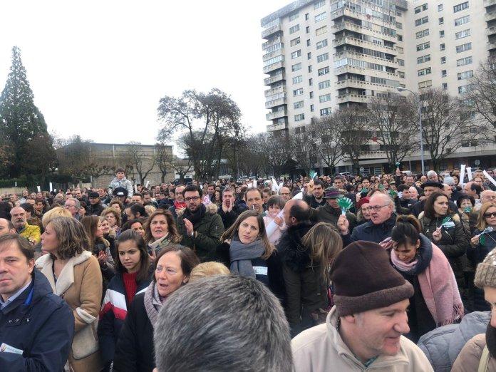 Milhares se manifestam contra plano escolar que impõe ideologia de gênero na Espanha