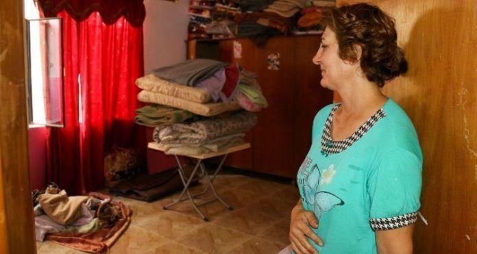 Cristã em sua casa no Iraque, para onde pôde retornar após libertação do Estado Islâmico