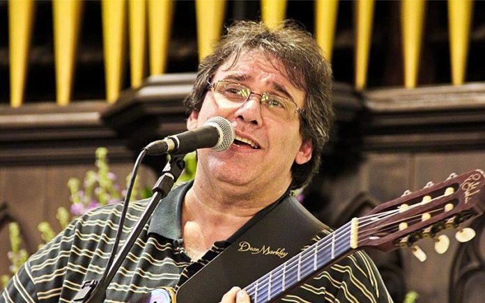 João Alexandre, cantor e compositor