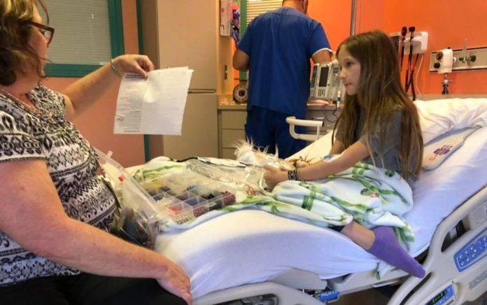 A pequena Roxli Doss quando estava no hospital (Foto: Reprodução)