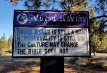 """Letreiro da placa em frente à igreja dizia: """"Bruce Jenner ainda é um homem. A homossexualidade ainda é pecado. A cultura pode mudar. A Bíblia não"""". (Foto: Reprodução/Facebook)"""