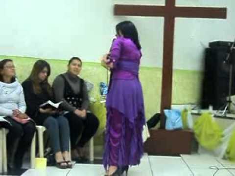 Pastora pregando (Foto da internet para ilustração)