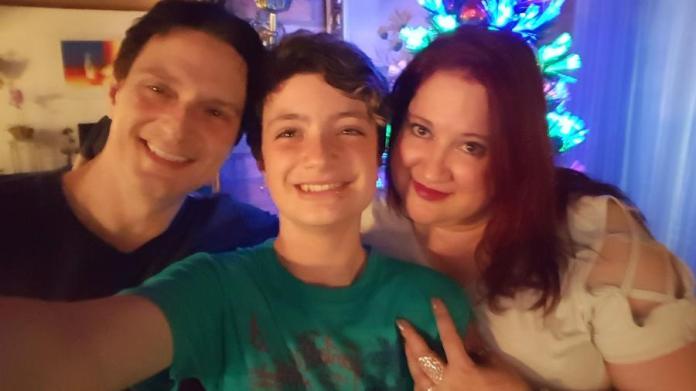 Daniel e Isabela Mastral com o filho Mikhael