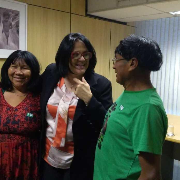 Ministra Damares recebe a visita dos pais biológicos de sua filha Lulu