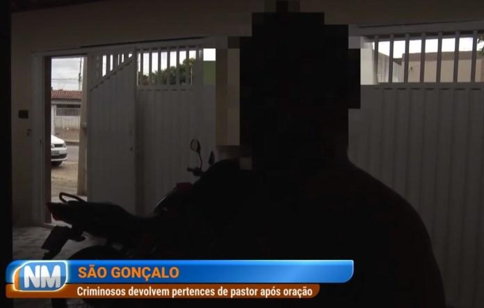 Pastor orou por criminosos que devolveram os objetos roubados