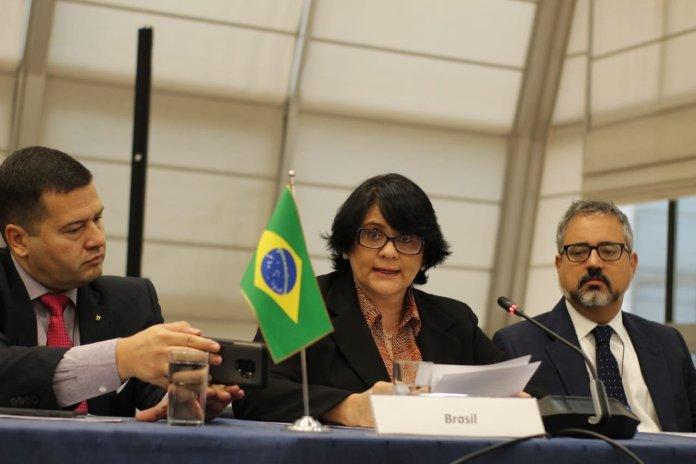 Ministra Damares Alves defende cristãos perseguidos no mundo em reunião no Mercosul: