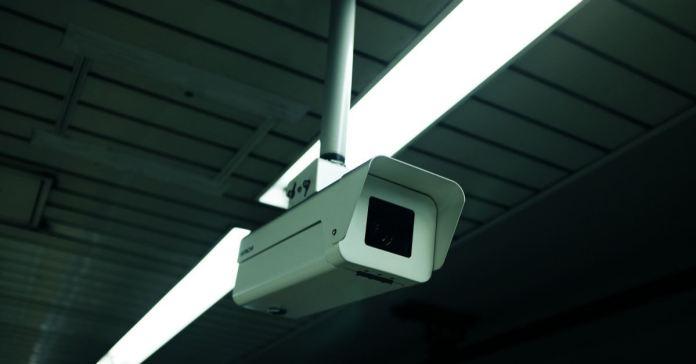 Câmeras de vigilância são instaladas pelo governo nas igrejas da China
