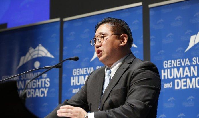 Pastor Kenneth Bae contou sua história na Cúpula de Genebra sobre Direitos Humanos e Democracia em 2018. (Foto: Geneva Summit)