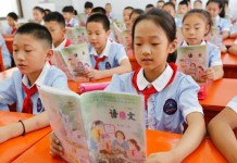 Crianças chinesas em sala de aula. (Foto: Reprodução/The National)
