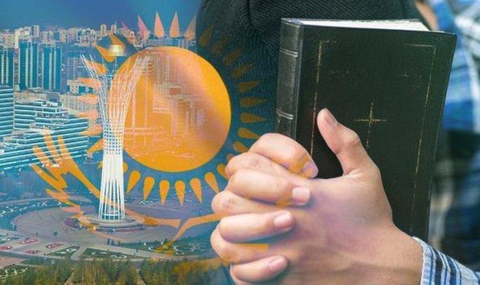 Membros de igreja são interrogados no Cazaquistão (Imagem: Reprodução/Getty)