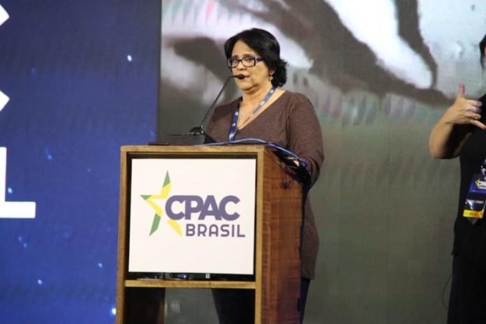 Ministra Damares durante discurso na CPAC (Conferência de Ação Política Conservador)
