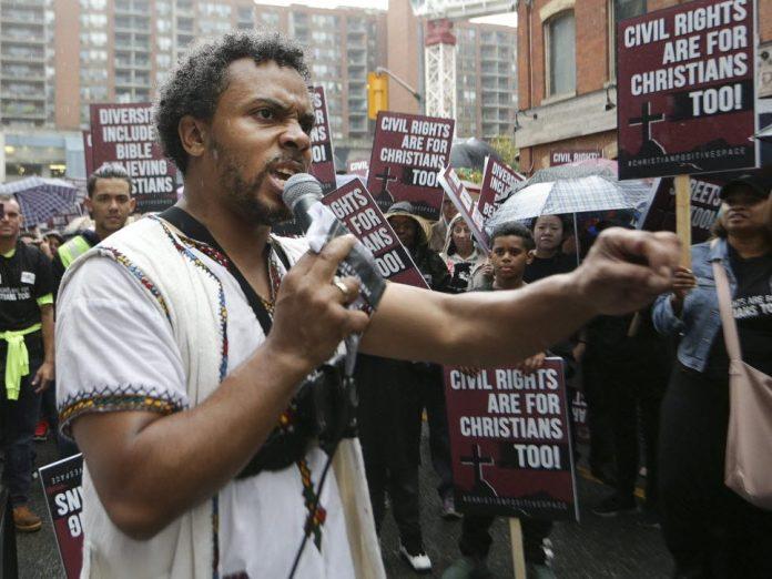 Pastor David Lynn prega nas ruas do Canadá