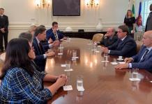 O prefeito do Rio, Marcelo Crivella, e o presidente Jair Bolsonaro durante reunião no Palácio da Cidade Imagem: Reprodução/Twitter/Palácio do Planalto