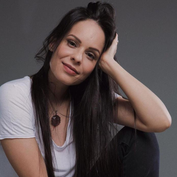 Cantora gospel Marcela Taís