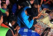 Cristãos reunidos no Laos