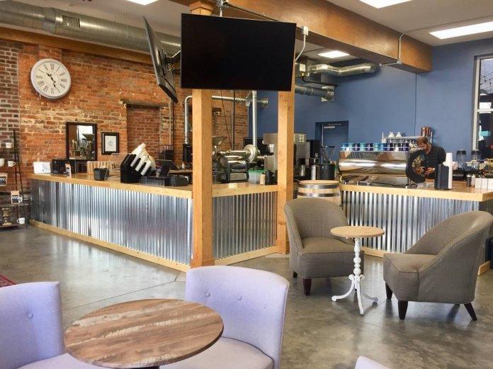 Ambiente da cafeteria Oliver Gospel Roastery em Columbia, nos EUA. (Foto: Sarah Ellis/The State)