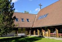 A Igreja Batista Bærum nos arredores de Oslo, Noruega, corre o risco de ser excluída após a eleição de uma mulher lésbica casada para o conselho da igreja local. As divergências ameaçam dividir a União Batista Norueguesa. / Stein Gudvangen, KPK .