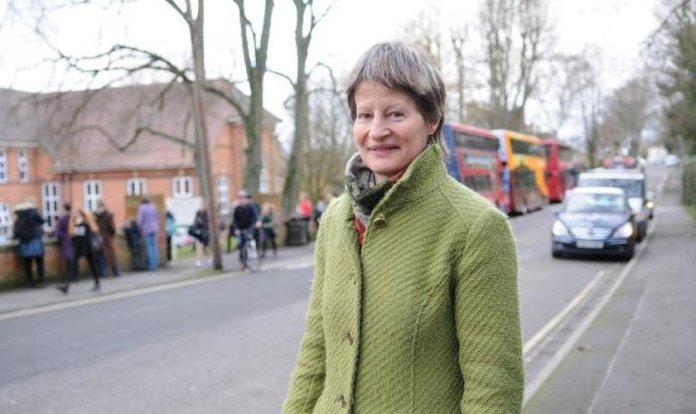 Mary Douglas é funcionária pública como conselheira na área de habilidades e mobilidade na cidade de Salisbury, na Inglaterra. (Foto: Salisbury Journal / Tom Gregory)