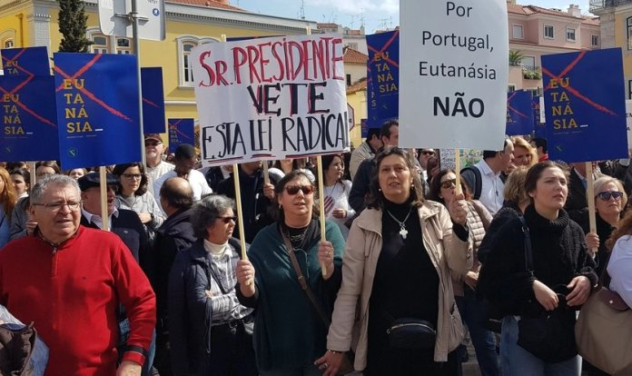 Cidadãos contrários à eutanásia pedem veto presidencial em Portugal. (Foto: Reprodução / Ephemera)