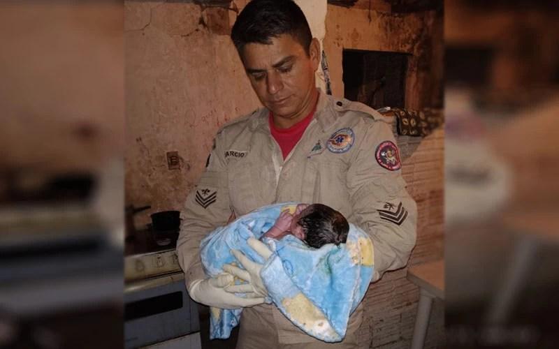 Read more about the article Bombeiros auxiliam em nascimento de criança em casa no centro de Corumbá