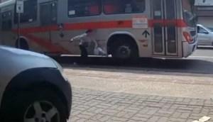 Read more about the article VÍDEO: passageira perde a perna em acidente com ônibus do Consórcio Guaicurus na Capital
