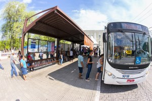 Read more about the article Prefeitura assina ordem de serviço para construção de ponto de ônibus e capela municipal