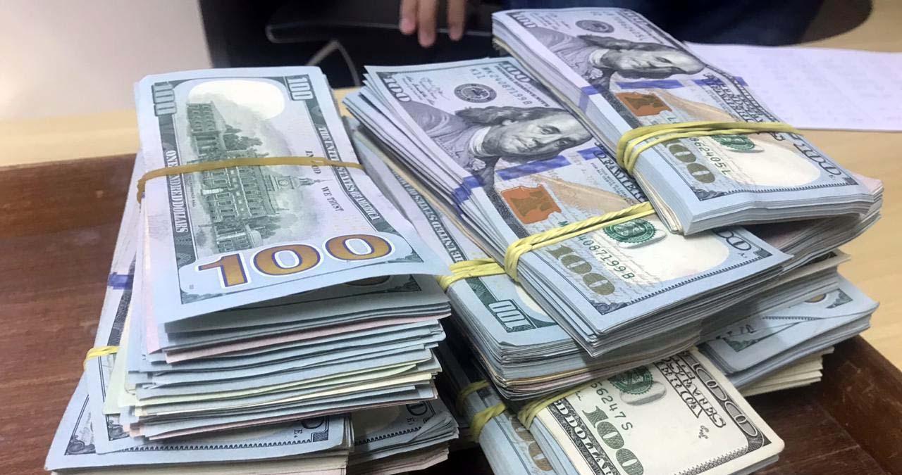 Read more about the article Militares do Exército prendem dupla que tentou ingressar no Brasil com U$ 180 mil dólares por estrada clandestina