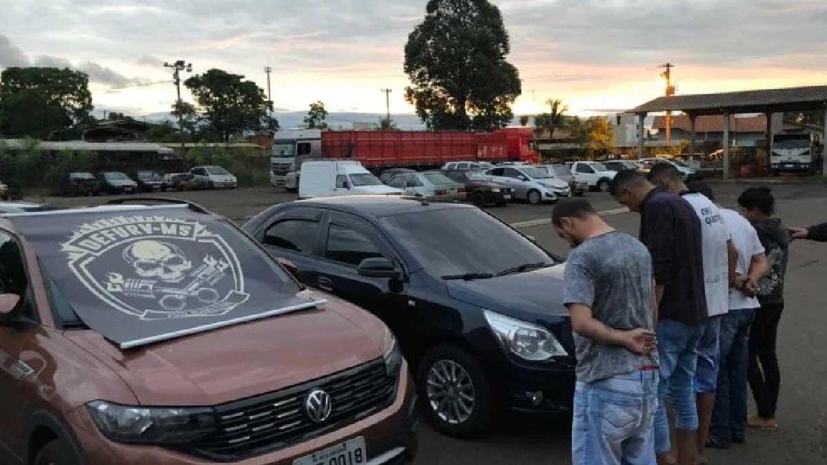 Read more about the article Quadrilha especializada em levar carros furtados de locadoras para Bolívia é  presa pela Polícia