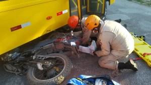 Read more about the article Motociclista vai parar embaixo de ônibus em acidente no Anel Viário